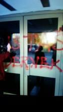 ' netko''je po noći ispisao USTAŠKI DERNEK .... rukopis jednak kukastom križu na Poljudu i ćirilićnim pločama u Vukovaru....