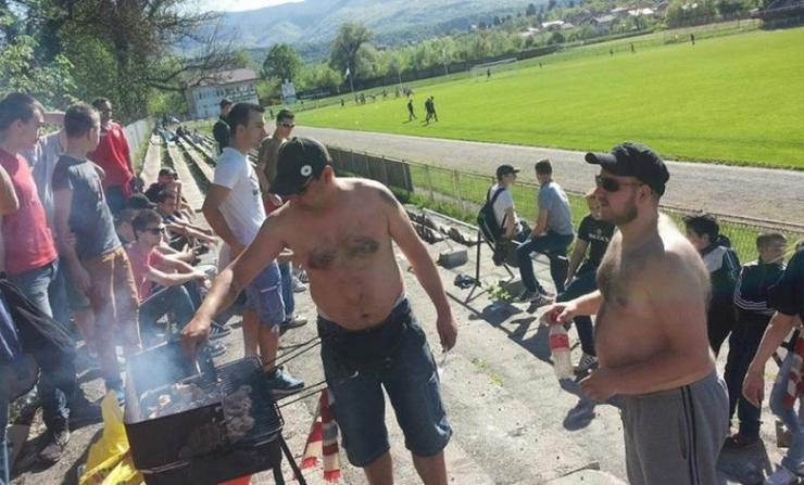 roštiljanje na tribinama