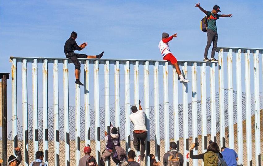 SAD će odbijati azil migrantima koji stižu preko Meksika