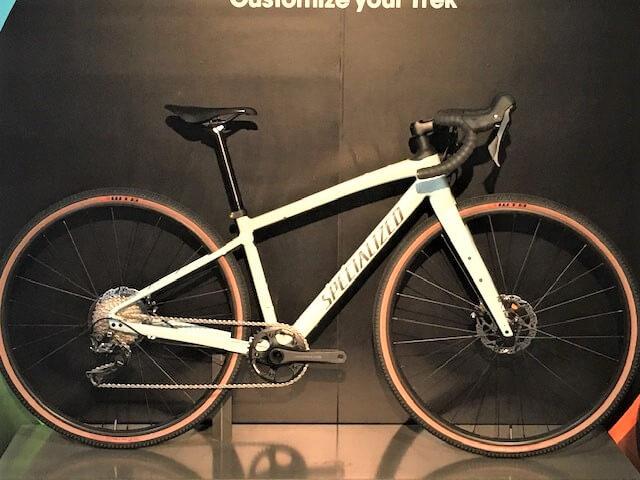 ブラウンのタイヤを付けた自転車
