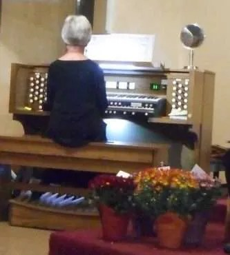 "Toccata in D minor by Johann Sebastian Bach Allen ""English Cathedral"" pipe organ sound library played by Margaret Waldon"