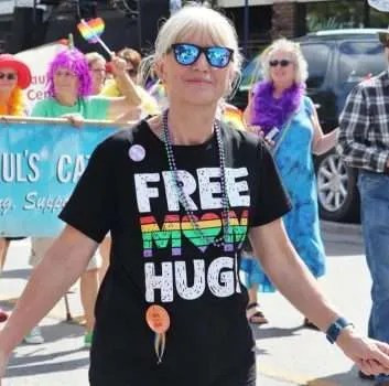 """Free Mom Hugs"""