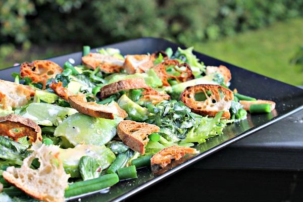 Grøn salat med avocado og bønner