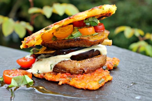 Quinoa burger med ristet svampe/auberginer – skyrdressing med honning