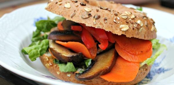 Bagels bagt af hørfrø og mandelmel – glutenfri