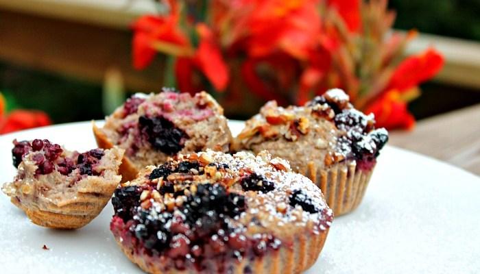 Lækre muffins med marcipan og kirsebær