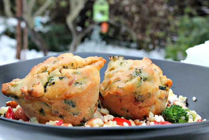 Muffins med kylling, broccoli samt friske krydderurter