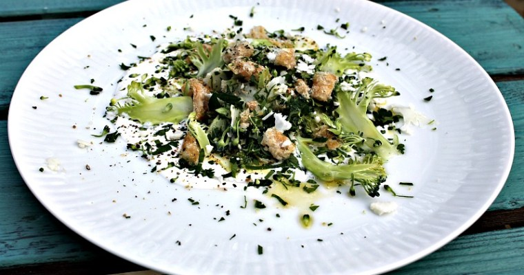 Blomkål-/broccolisalat med fetacreme