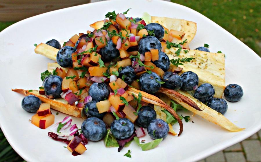 Bagt pastinak med blåbær/blommesalsa