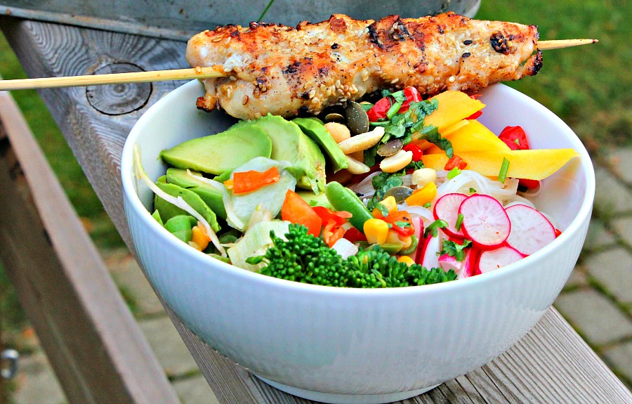 Kyllingspyd med glasnudel salat