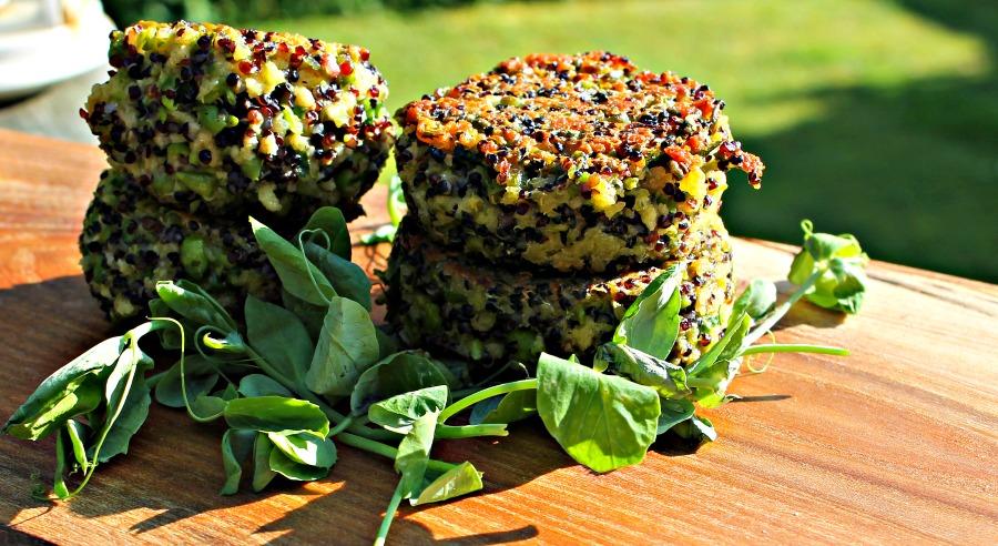 Quinoadeller med ærter og ost