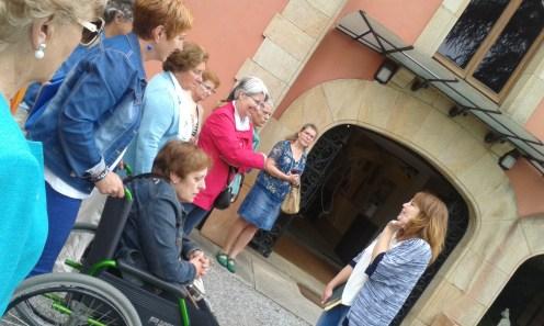 A las puertas del palacete del Evaristo Valle