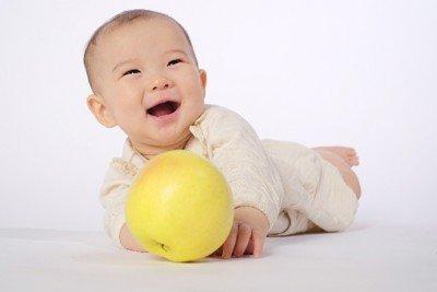 笑う赤ちゃん