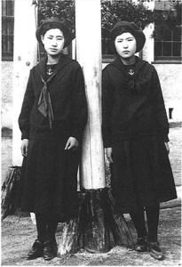 Students_of_Fukuoka_Jogakkou_1920's_Fukuoka_Japan