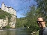 Kasteel de Walzin aan rivier La Lesse
