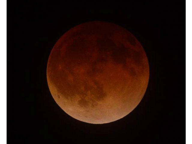 Gerhana Bulan Merah Total 9