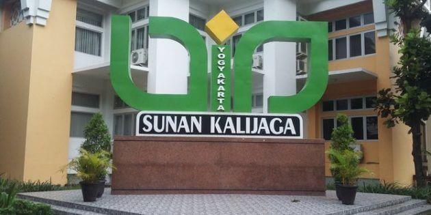 Perbedaan tersebut terutama dikarenakan ekonomi. 10 Universitas Terbaik di Yogyakarta 2021 (Akreditasi A)