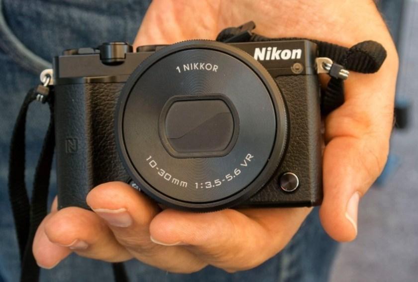 Kamera untuk Vlogger Pemula Nikon 1 J5
