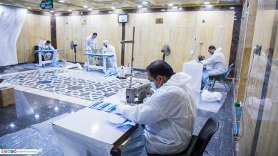 Photo of منتسبون ومتطوعون في مرقد الامام الحسين (ع) ينتجون أكثر من مليون كمامة لتجهيز المراكز الصحية والمستشفيات والمواطنين (مجاناً)