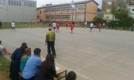 Фото – По 40 голови ,,паѓаат,, секој ден  на Велигденскиот турнир во Василево
