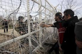 Денес помирно на јужната граница.Мигрантите и бегалците протестираат на Идомени но засега не се забележуваат поголеми групи да се приближуваат кон оградата.