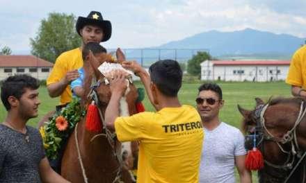 Фото – Во Василево коњски трки, победникот Сречко го китеа со пари