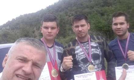 Фото: Тројца струмички кикбоксери златни на турнир во Серес – Грција