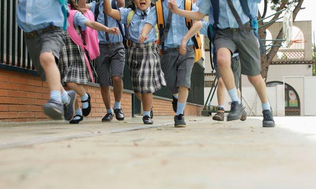 Британските деца можат да одберат дали во училиште ќе носат здолништа или панталони