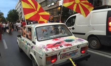 Попладнево почнуваат протестите на Шарената револуција пред СЈО