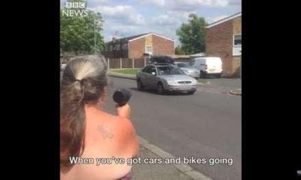 ВИДЕО- Баба со фен, ги предупредува возачите да ја намалат брзината