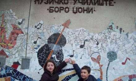 """Мозаикот """"Линиите на звукот"""" во ОМУ """"Боро Џони"""" во Струмица"""