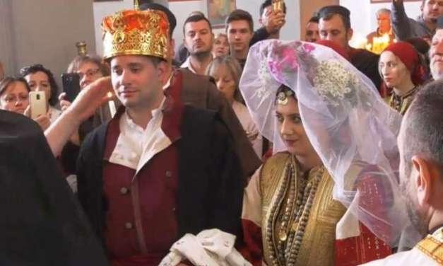 Огнен и Марина ја крунисаа љубовта на 46-тата Галичка свадба