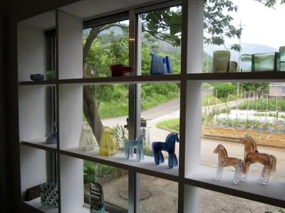 宮冨ガラス工房のショップに並ぶMIYATOMI作品