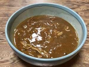 「 藤七 有松店 」のカレー蕎麦。カレースープの奥に潜む蕎麦を楽しむ