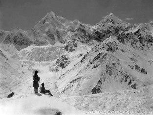 VITTORIO SELLA 1899 | Gruppo del Siniolchun dopo una forte nevicata dalla punta a nord del Ghiacciaio Zemu (Sikkim)