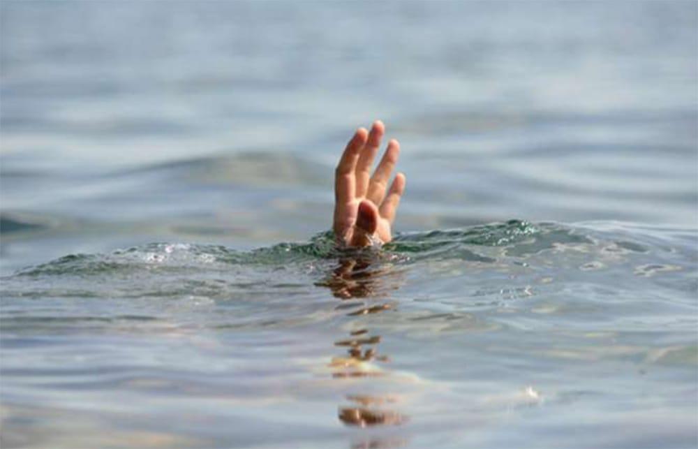 नारायणी नदीमा हामफालेर आत्महत्या