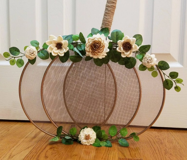 Read more about the article How To Make A Dollar Tree Splatter Screen Pumpkin