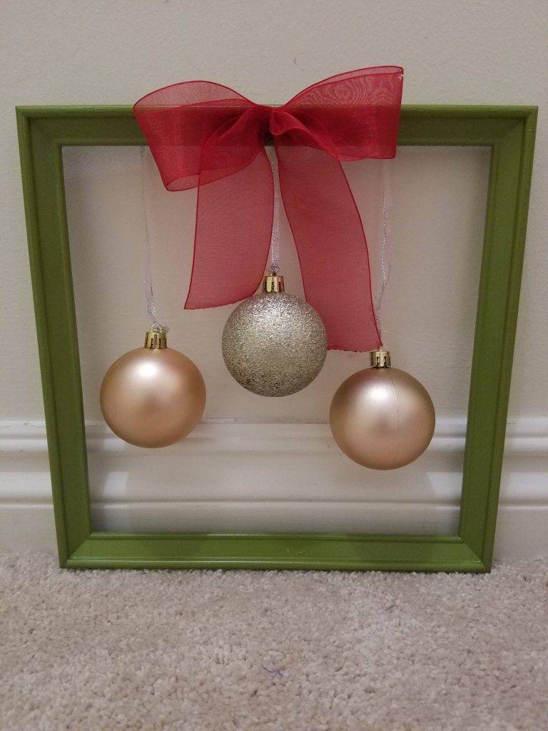 Read more about the article Christmas Ornament Frame Wall Décor