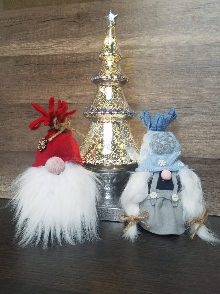 Read more about the article No Sew Sock Gnomes, Boy And Girl