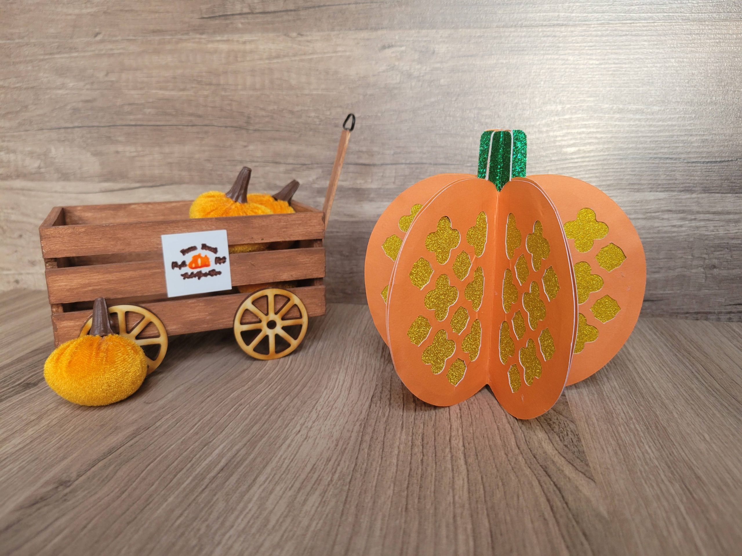 You are currently viewing How To Make A 3D Paper Pumpkin With A Free SVG File