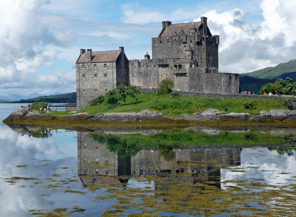 "img=""Castle in Scotland"""