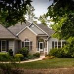 施設所有管理者賠償責任保険にはアパートやマンションの大家は必須です