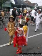 parade marching band anak-anak tk di car free day sragen juga
