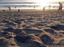 menikmati pasir dan sunset di pantai kuta bali