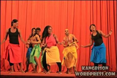 Pertunjukkan tarian kolaborasi dari Lesotto yang sangat menghibur di UNS Cultural Night 2012
