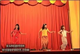 Tarian tahun baru myanmar yang dipertunjukkan di UNS Cultural Night 2012