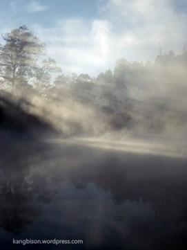 kombinasi air dan sinar telaga ranu pani kaki gunung semeru