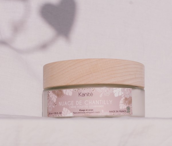 setting in situation of the product with its lid out of wooden a shade in the shape of heart in background