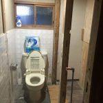 旧トイレ室内壁面の解体