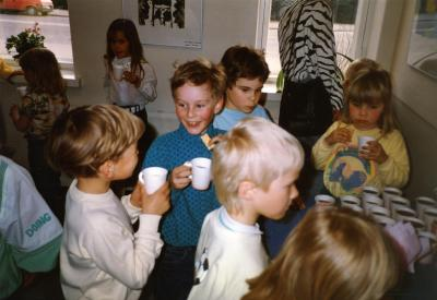 1986_lasten kuvataidekoulun näyttely_taiteilijoita